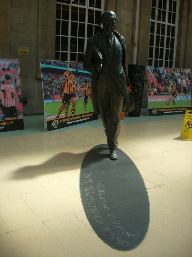 statue of Philip Larkin in the Paragon station